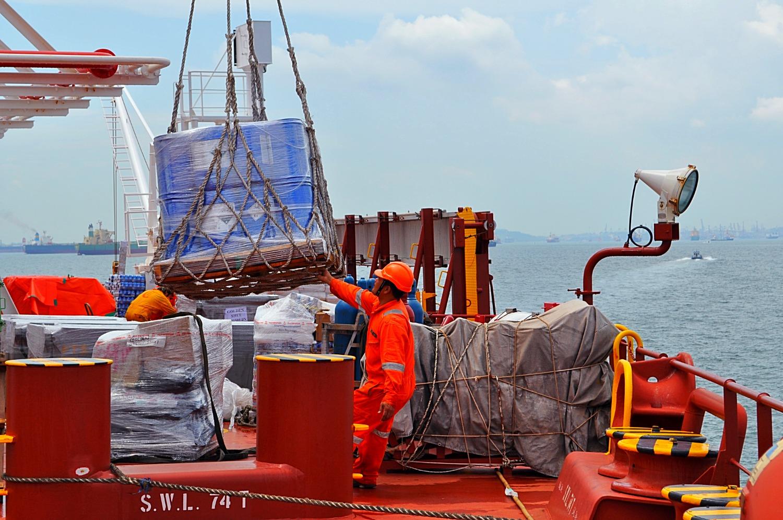 seastar-ship-supply-in-action